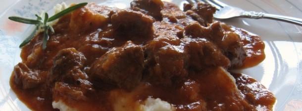 Tradicionalni-recept-za-pripremu-goveđeg-gulaša