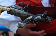 Bodeži i pištolji kao dodatak narodnim nošnjama