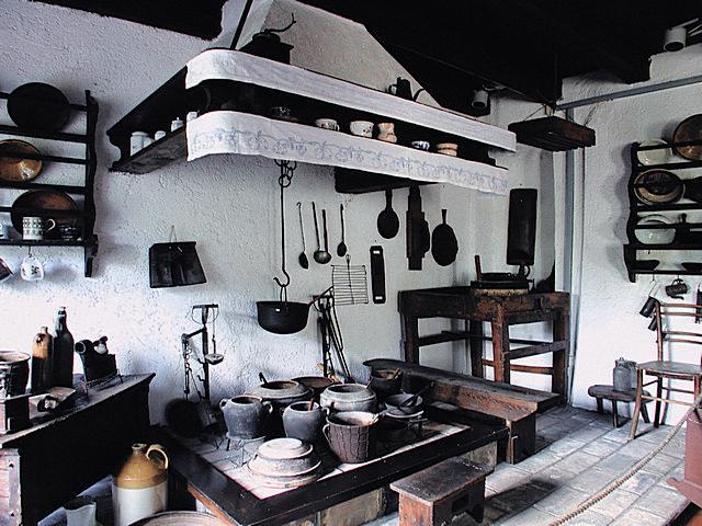 Stari komin (kamin, ognjište), upotreba i tradicionalna stara pomagala na kaminu