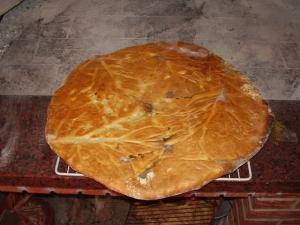 Gotovi kruh ispod peke