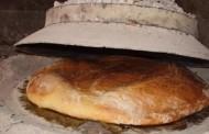 Kako pripremiti tradicionalni kruh ispod peke