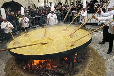 običaj razbijanja jaja na veliki petak Uskrs u Hrvatskoj i u svijetu